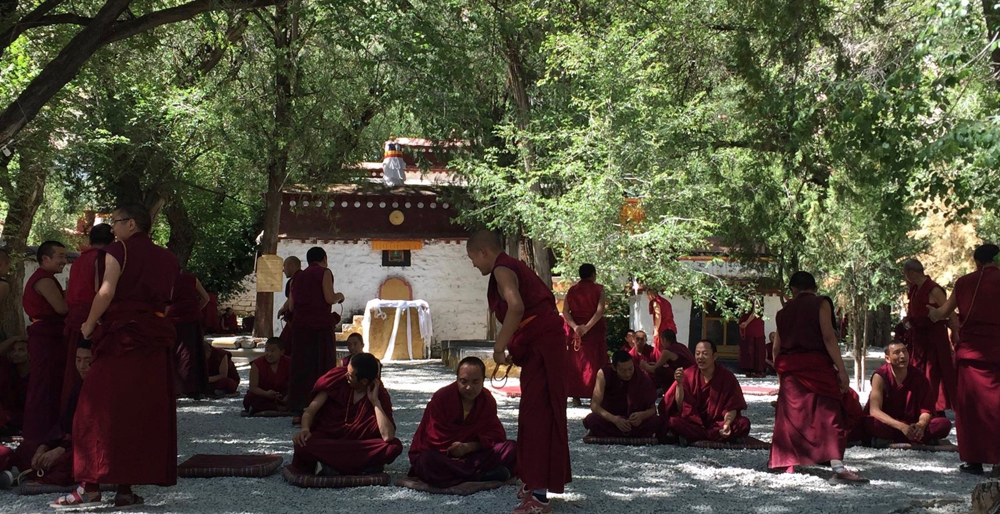 Monks debating in Sera Je courtyard, Tibet.(Photo Ven Tenzin Tsultrim)