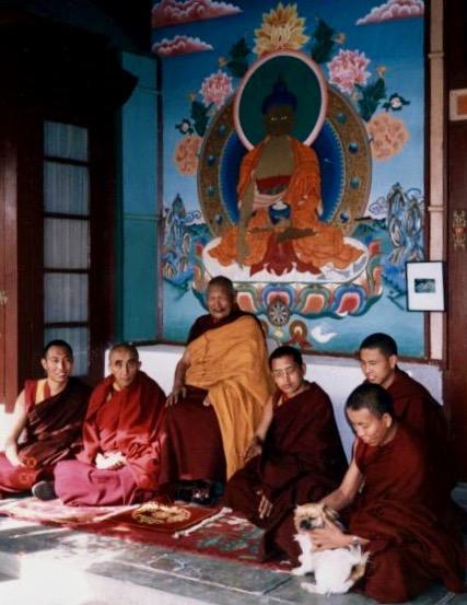 Geshe Senge Rinpoche at Tushita, Dharamsala, 1986. Left to right: Dagri Rinpoche, Bakula Rinpoche, Geshe Senge Rinpoche, Lama Zopa Rinpoche, Jhado Rinpoche and Keutsang Rinpoche. (Photographer unknown)