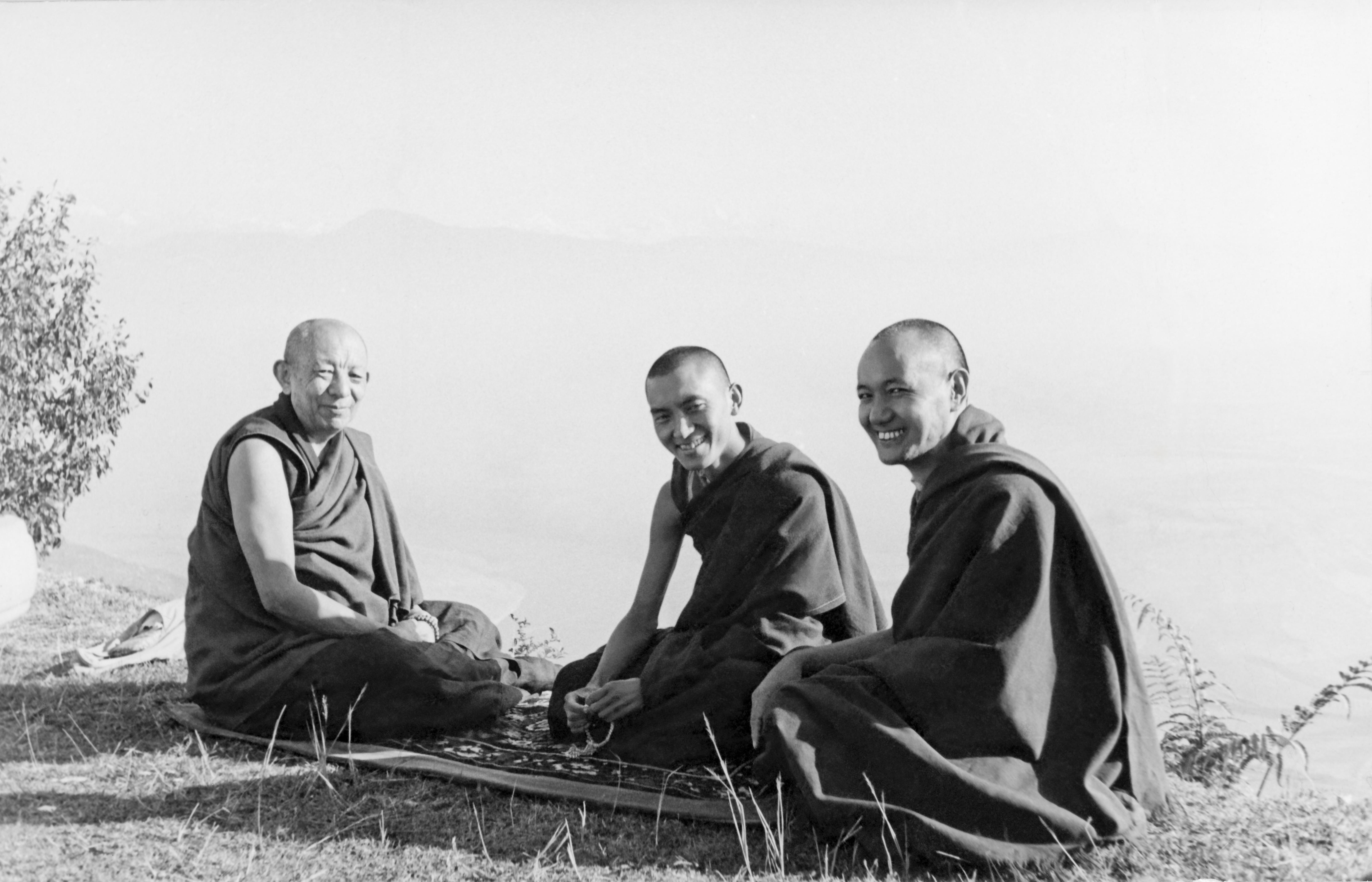 Kyabje Serkong Tsenshab Rinpoche (left) with Lama Zopa Rinpoche and Lama Yeshe at Kopan.Rinpoche received many teachings from Serkong Rinpoche includingtheJorchö practice.