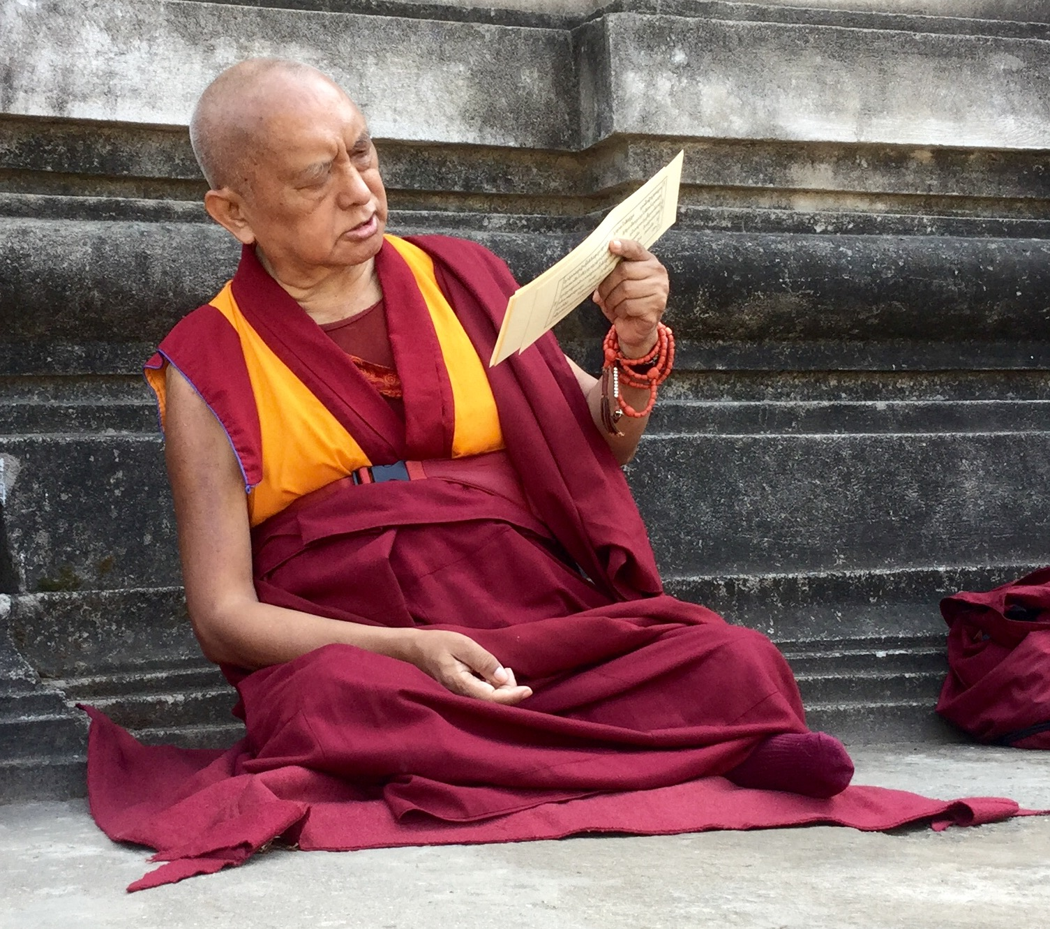 Lama Zopa Rinpoche reciting teachings on emptiness at the Mahabodhi stupa, Bodhgaya. (Photo Ven Sarah Thresher)
