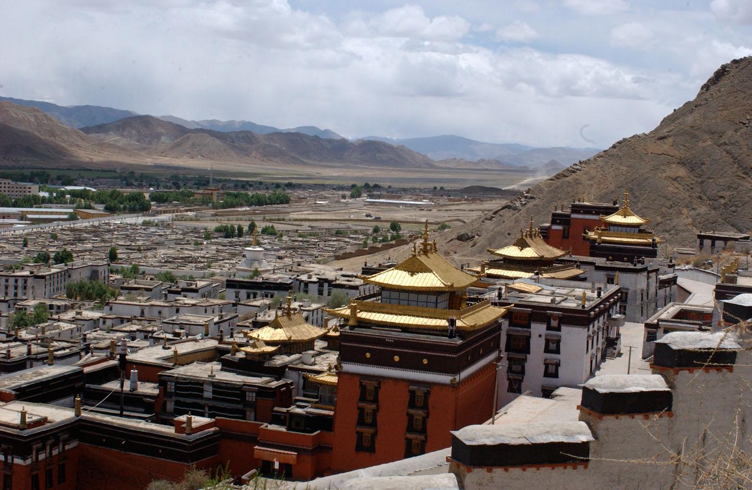 Tashi Lhunpo monastery, Tibet, from the outer circumambulation path. (Photo Bob Cayton)