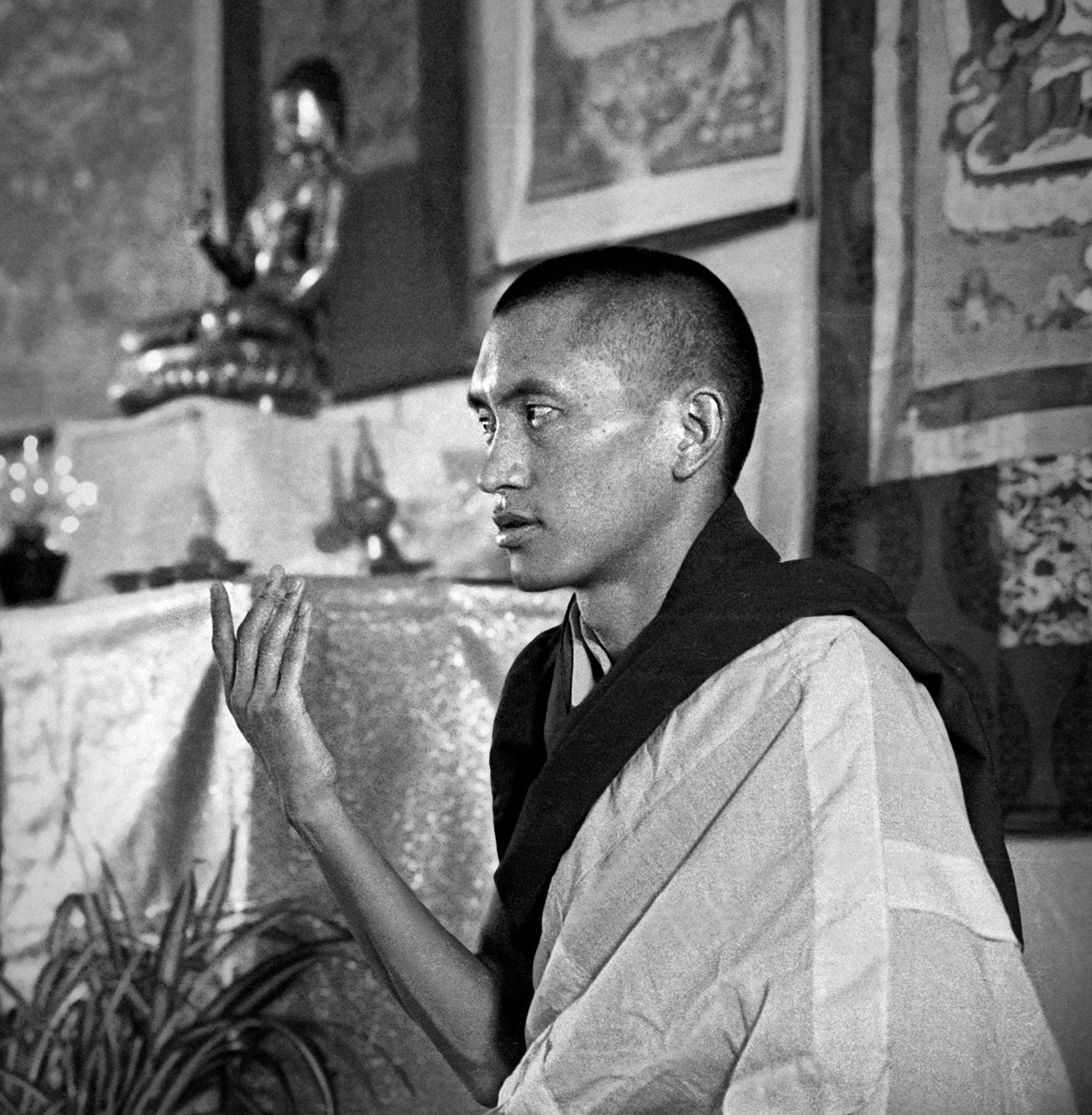 Lama Zopa Rinpoche giving these teachings at Royal Holloway College in England, 1975. Photo by Dennis Heslop.
